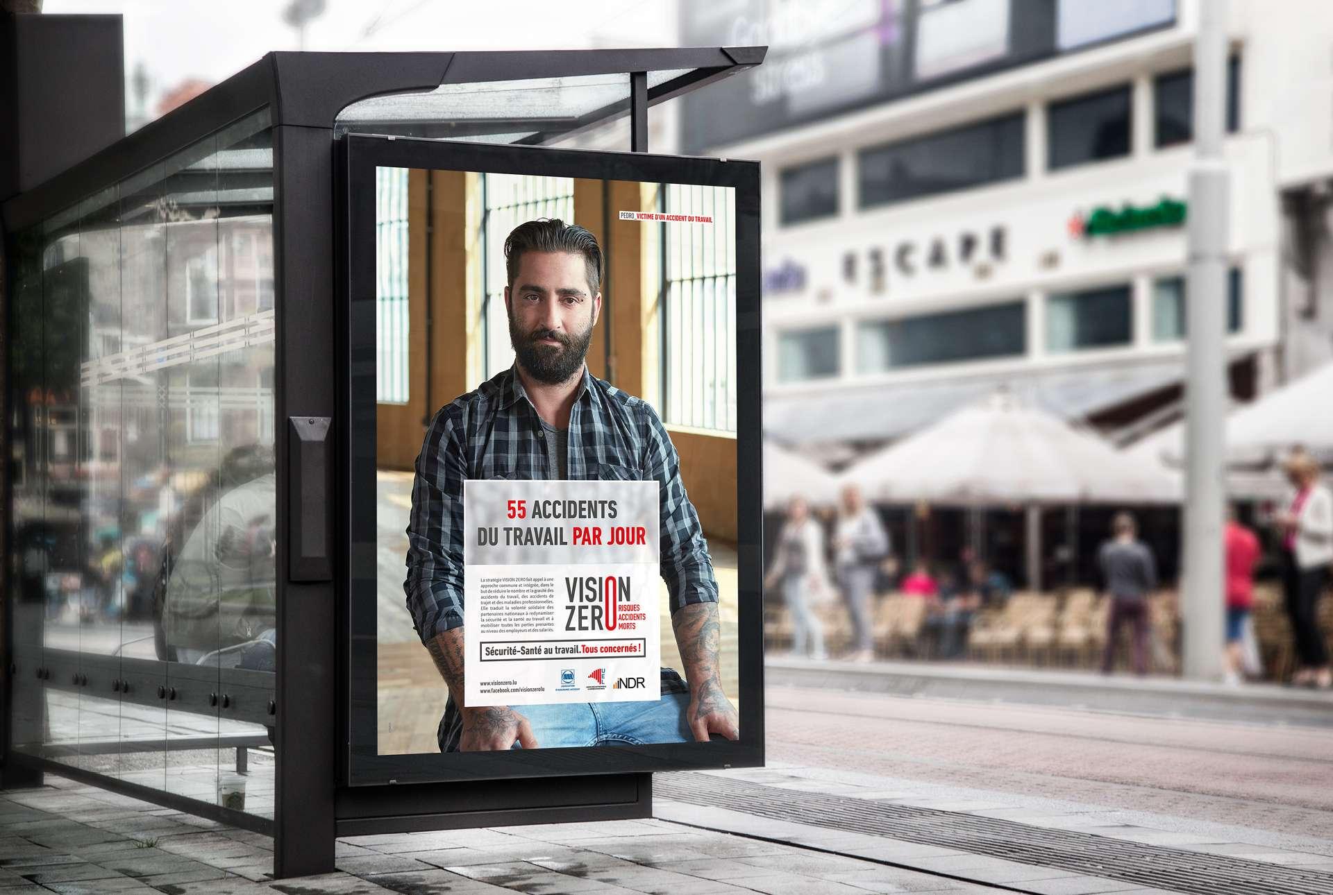 Affichage abribus de la campagne Vision 0 visant à sensibiliser et réduire le nombre d'accidents au travail