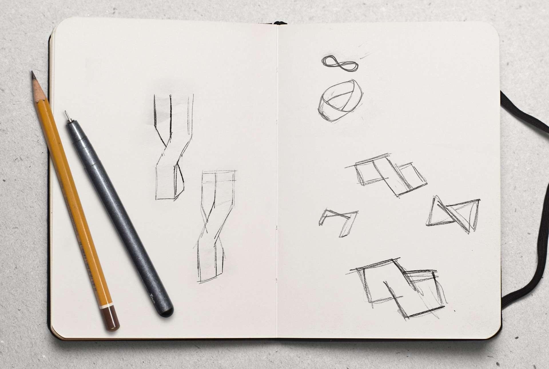 Croquis montrant les différents essais pour créer le logo d'Infinity