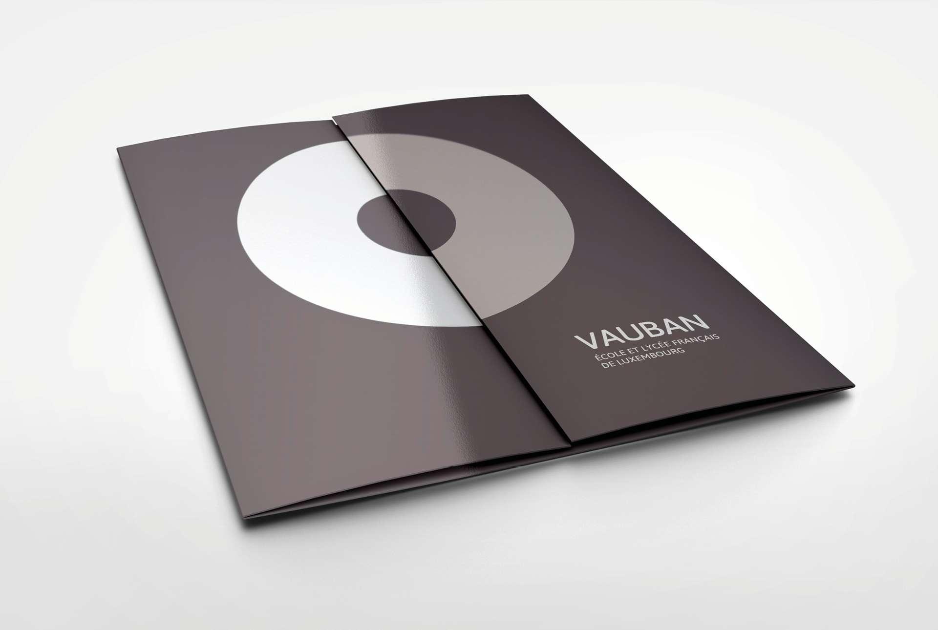 Dépliant des établissements Vauban au Luxembourg, un travail graphique réalisé par Comed