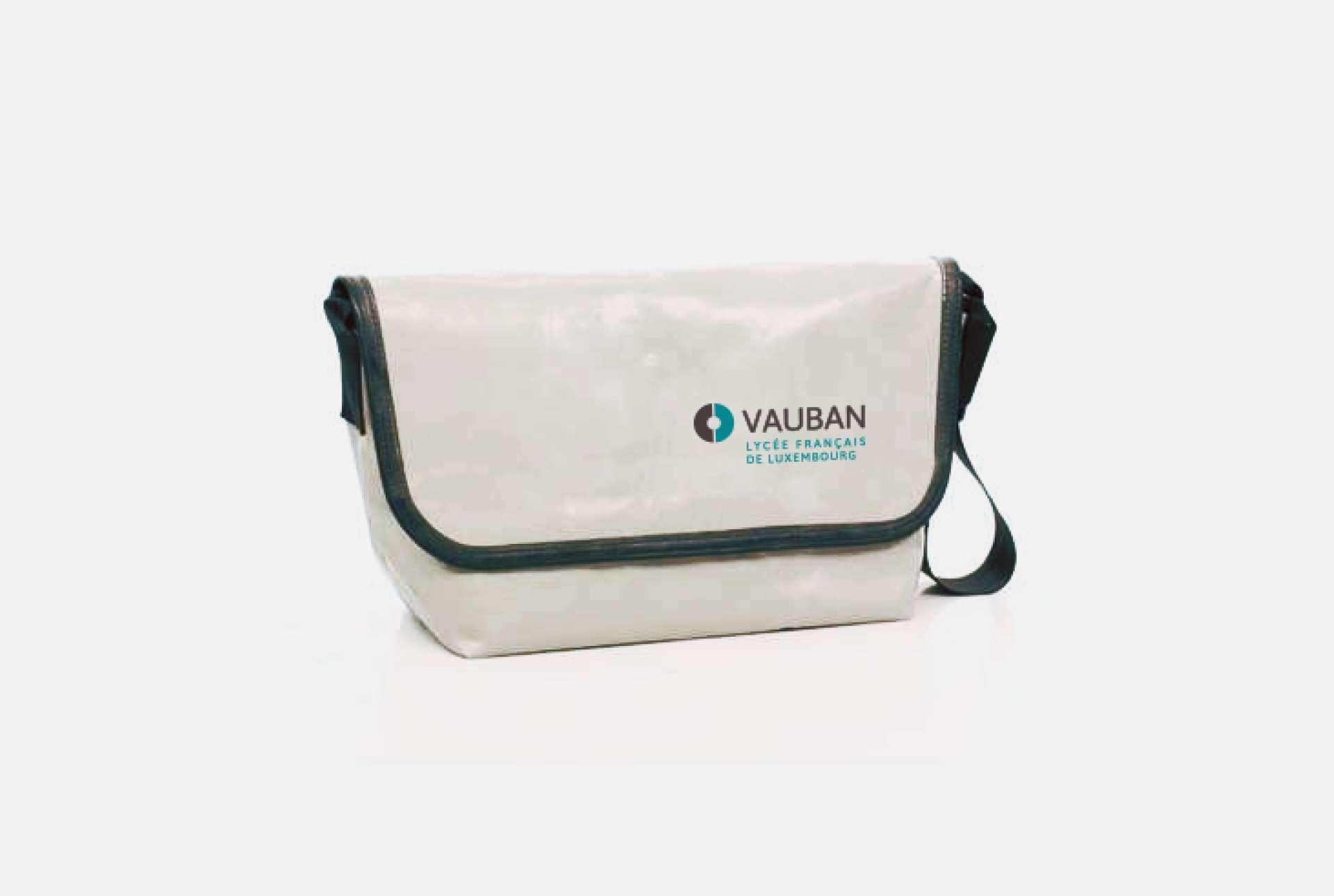 Déclinaison de l'identité visuelle de Vauban réalisée par Comed sur des sacs promotionnels