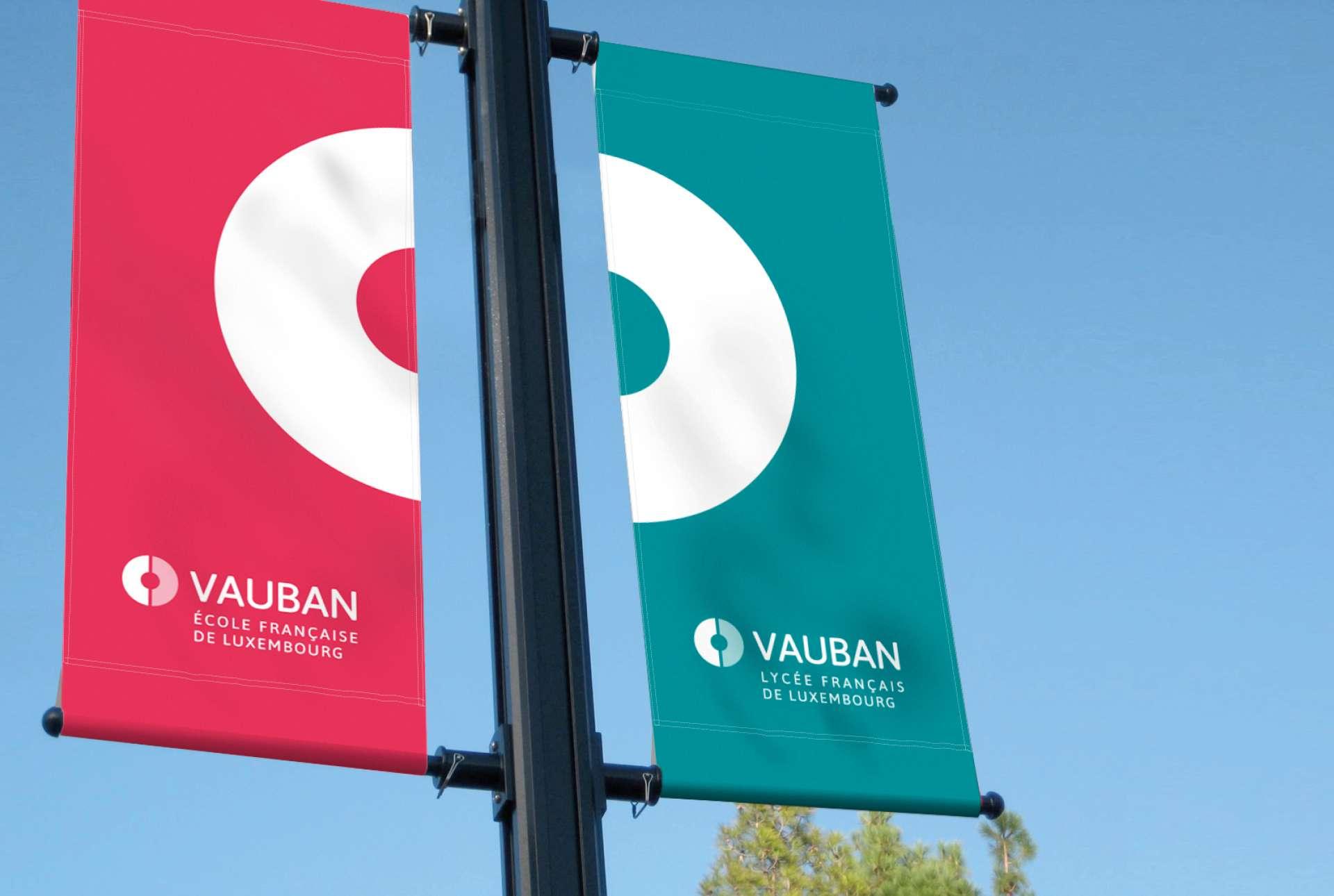 Drapeau signalant l'emplacement des établissements Vauban au Luxembourg (Signalétique extérieure)